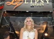 Nov 20, 2010 - Pixie Lott - Switching on Xmas Lights - Lakeside Shopping Centre in Essex E82a2c108405947