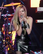 Avril Lavigne - Dick Clark's New Year's Rockin Eve with Ryan Seacrest (31.12.2010)