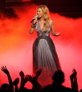Beyonce on American Idol 25May2011 (24x)