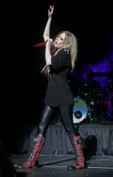 Аврил Лавин, фото 13861. Avril Lavigne Q102 Jingle Ball 2011 in Philadelphia (7.12.2011)*same IB gallery as above, foto 13861,