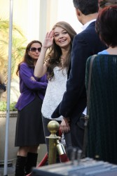 Сара Хайланд, фото 596. Sarah Hyland Extra at The Grove in LA - 02.02.2012, foto 596