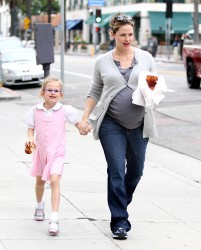 Дженнифер Гарнэр, фото 8417. Jennifer Garner and Violet out for a snack in Santa Monica, february 7, foto 8417