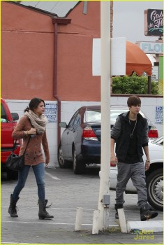 c45e6a175345006 Selena Gomez is Cute Going To IHOP Encino 2/15/12 MQ Tag